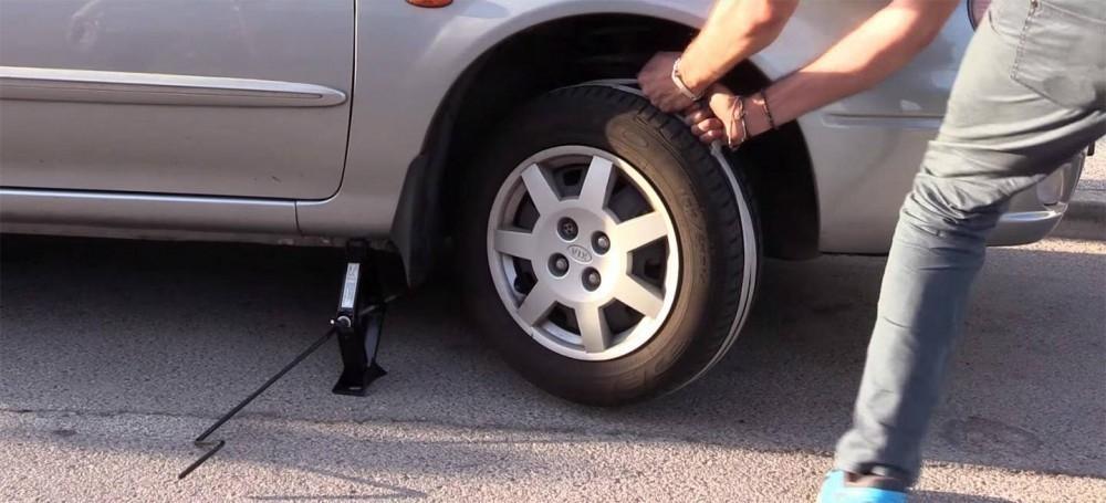 arrancar un coche sin batería utilizando una cuerda- paso a paso