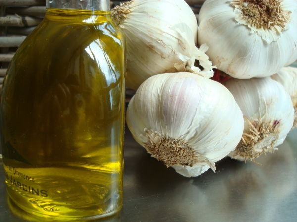 olive-oil-and-garlic-from-cooking-in-provence-2