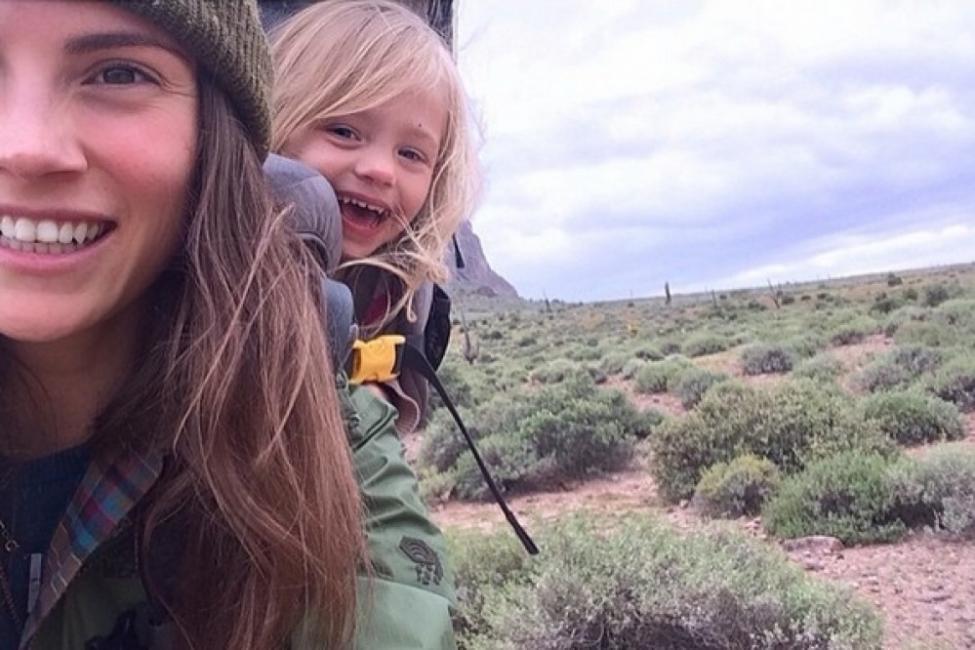 Morgan Brechler y su hija Hadlie - mochileras