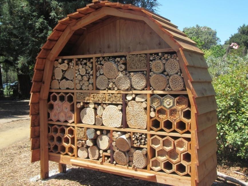 hotel para abejas de madera