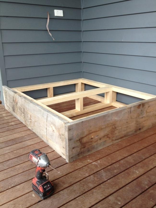 Cómo hacer una cama para tu jardín - cubrir los módulos