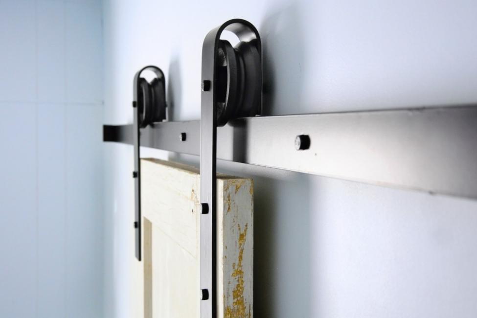Cómo hacer una puerta corrediza rústica a partir de palets