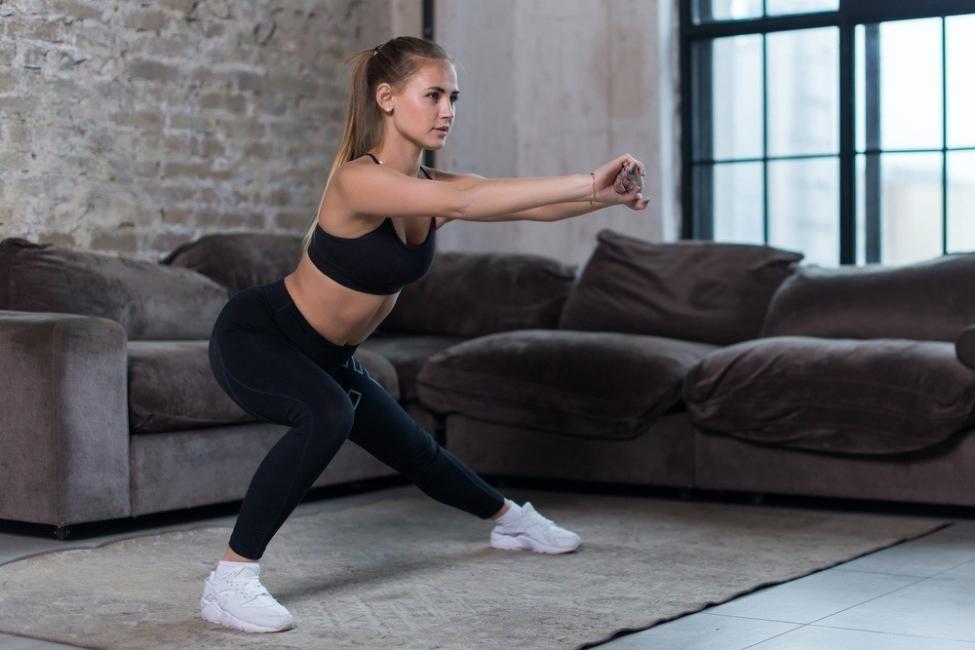 Zancada lateral ejercicio piernas y glúteos