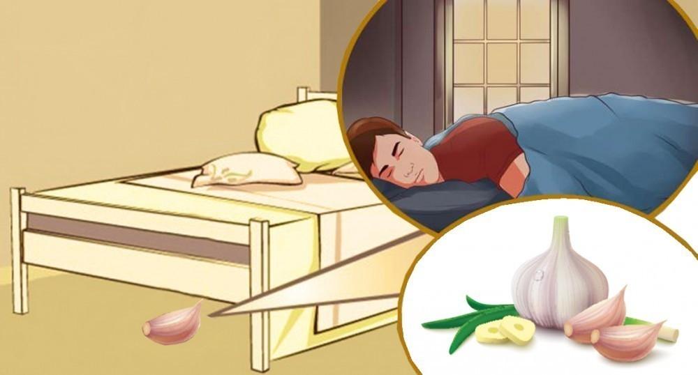 poner un diente de ajo en el oido