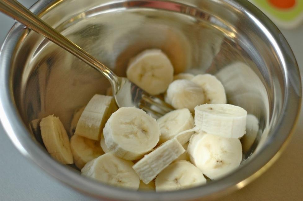 Budin de banana - pisar banana