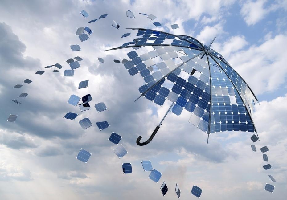 energía solar con lluvia