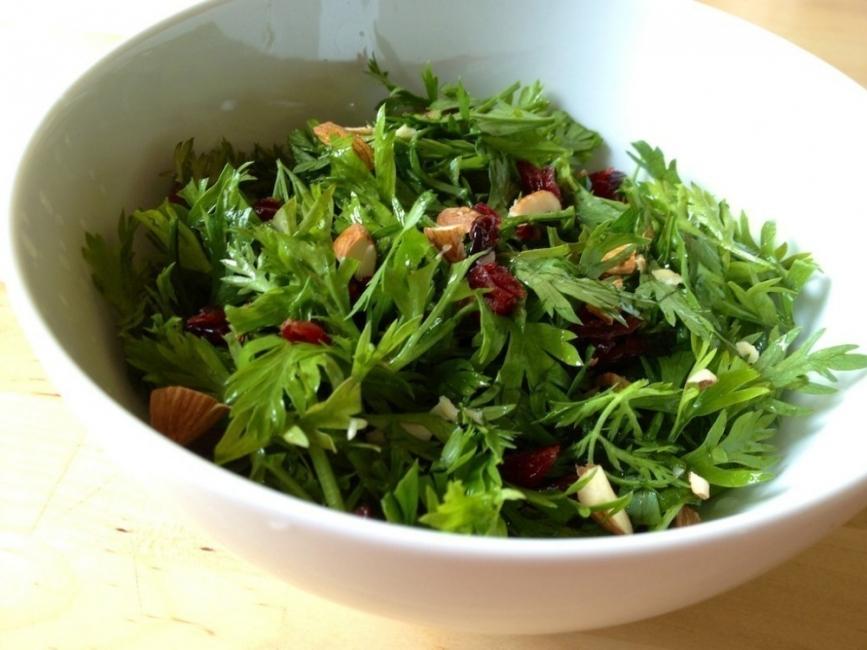 partes de los vegetales que se desechan- ensalada de hojas de zanahoria