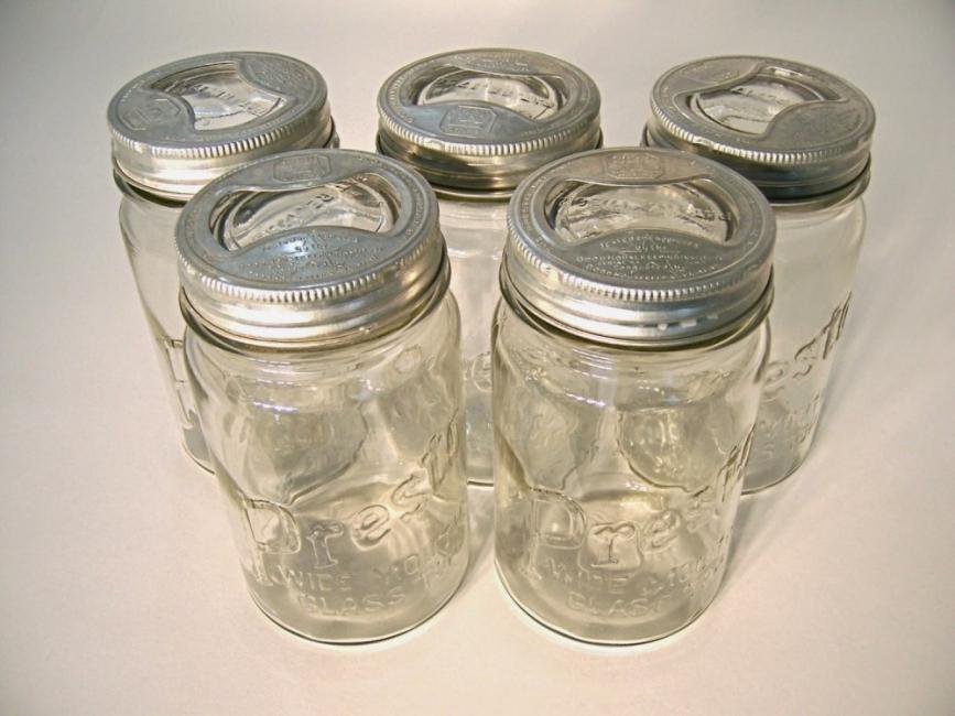 Altavoces con frascos de vidrio - recipientes vacíos