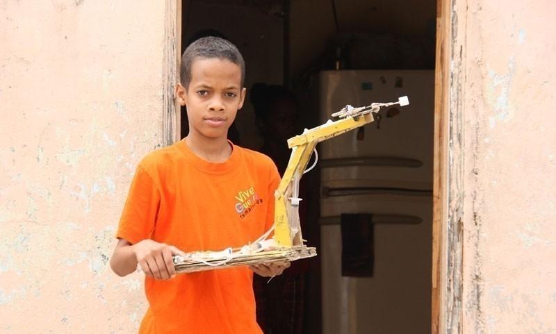 El niño dominicano que fabrica máquinas con basura- Jasuel Rivera