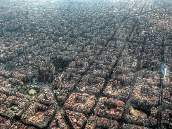 vista-aerea-de-la-sagrada-familia-barcelona-espana-730x547