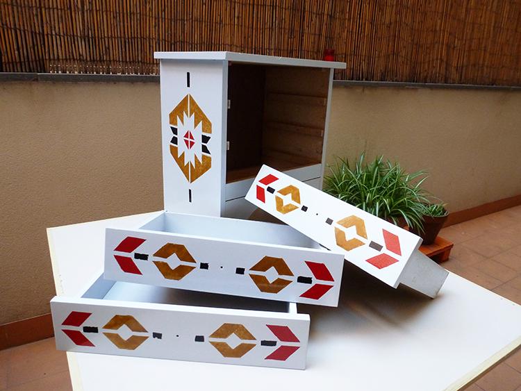 Cómo restaurar un mueble con estilo azteca- pintado