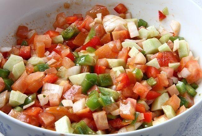 recetas de camping - gazpacho en ensalada