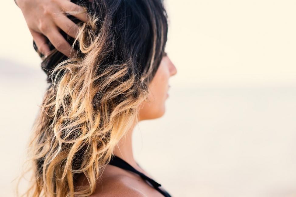 cómo decolorar el cabello de forma natural sin químicos