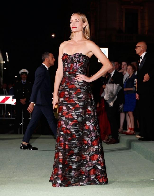 Amber Valetta con una pieza de Missoni en seda orgánica italiana certificada
