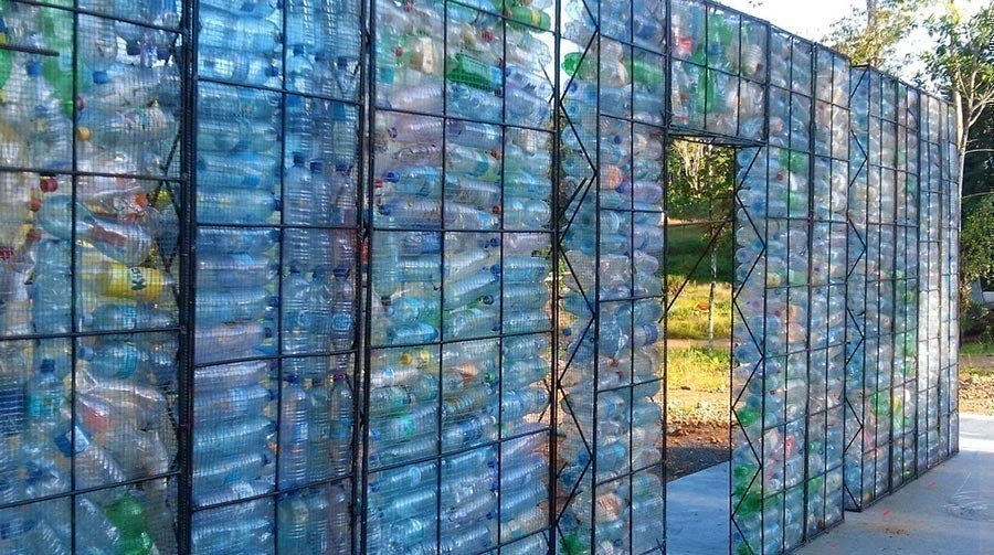 Plastic Bottle Village- aldea botellas pet