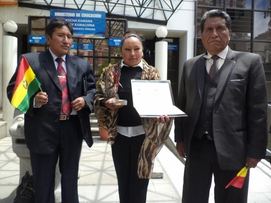 lucinda- maestra reconocida por su trabajo por la igualdad