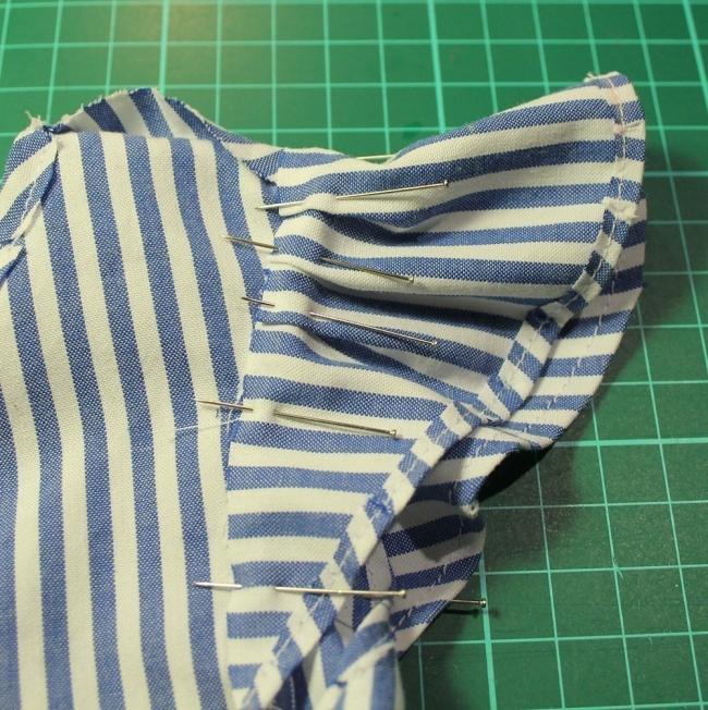 convertir una vieja camisa en un vestido de niña- mangas