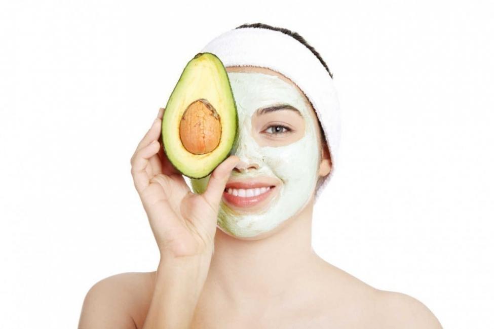 eliminar manchas en la piel - mascarilla de aguacate