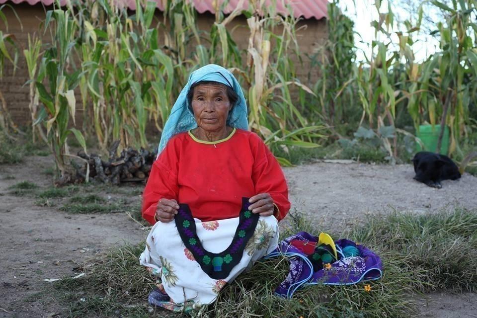Comunidad originaria Wixaritari de México realiza tejidos de diseño sustentable - productos