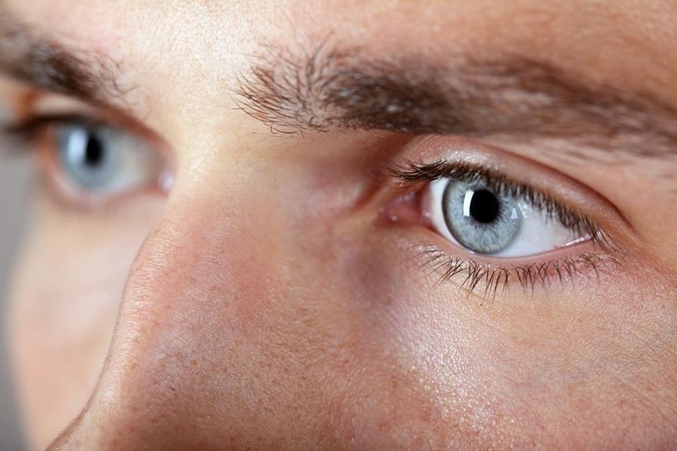 Qué dice el color de tus ojos sobre tí - azul grisáceo