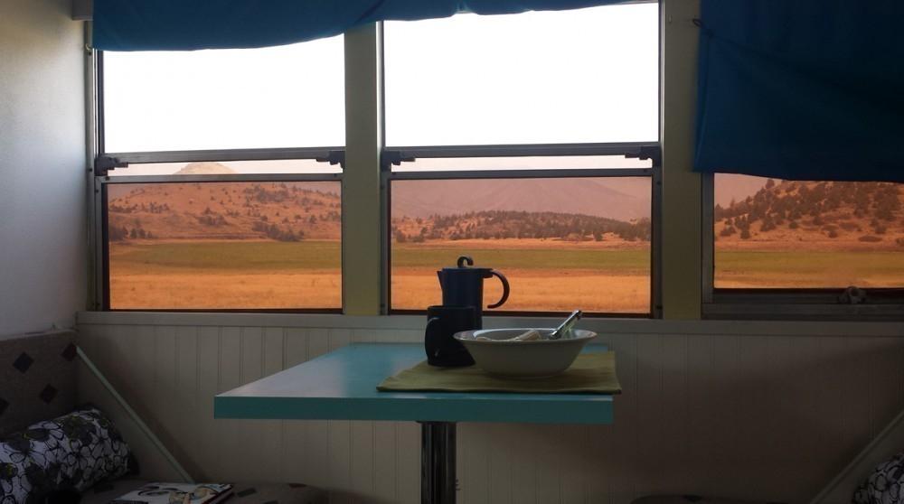 Recorrer el mundo en casa rodante - desayunador