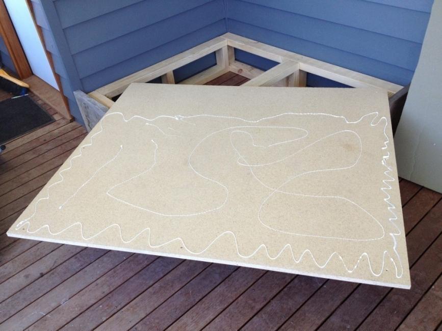 Cómo hacer una cama para tu jardín - base de madera aglomerada