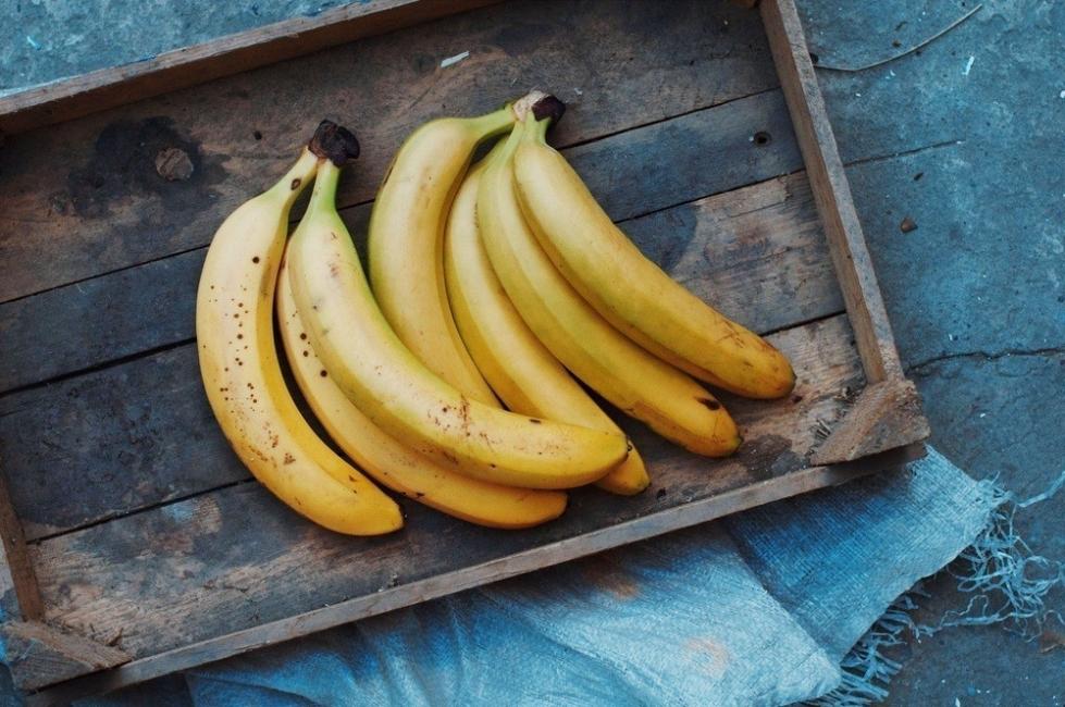 Comer plátano a la noche