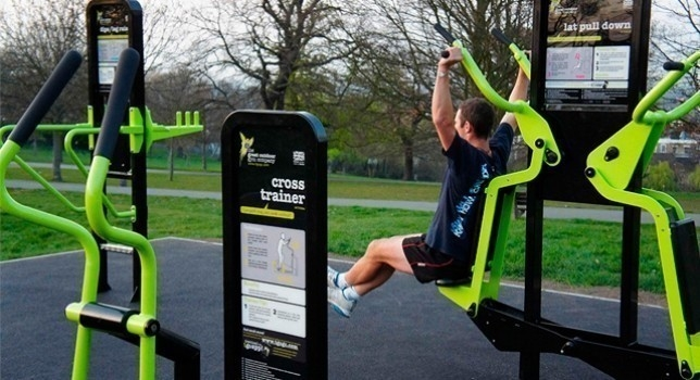 bicicleta que genera energía - gimnasio inglaterra