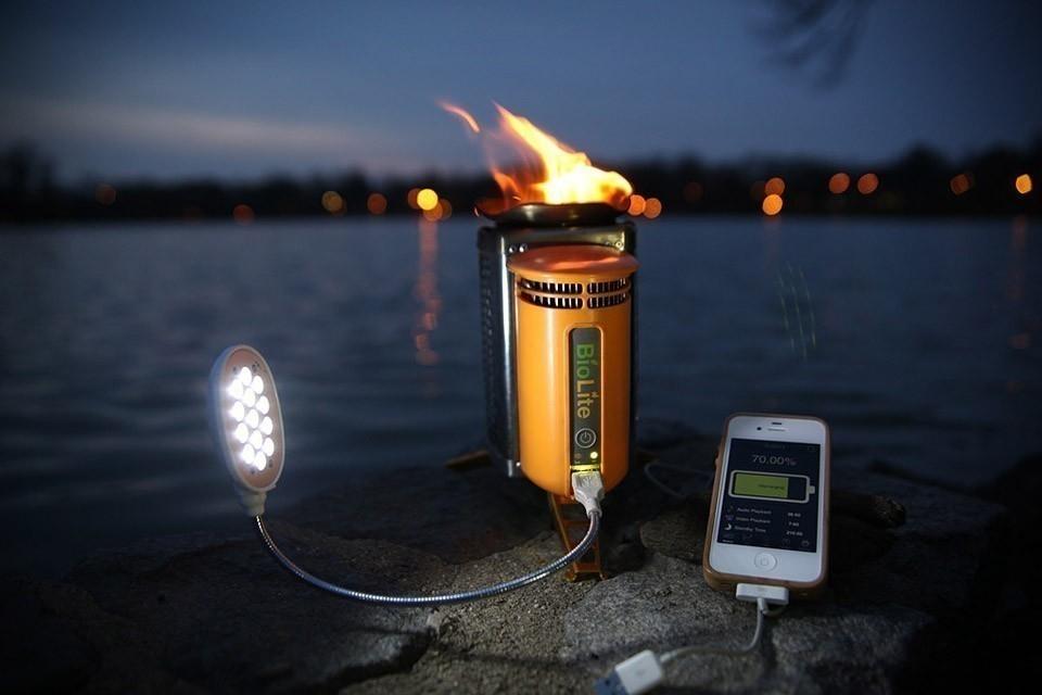 cocina para campamento donde además puedes cargar tu celular para viajar