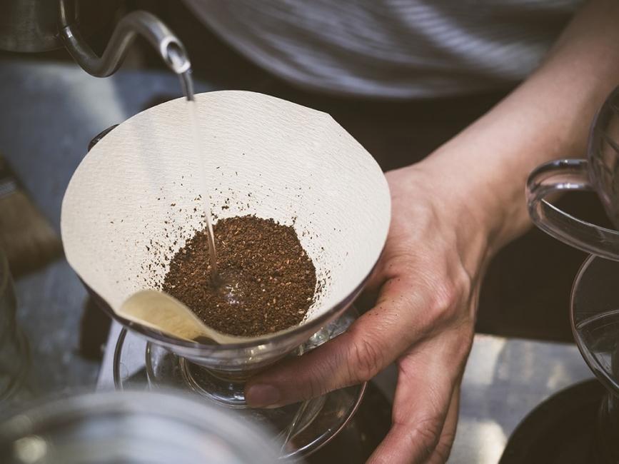 Usar café para mejorar tu jardín o huerto- hacer café
