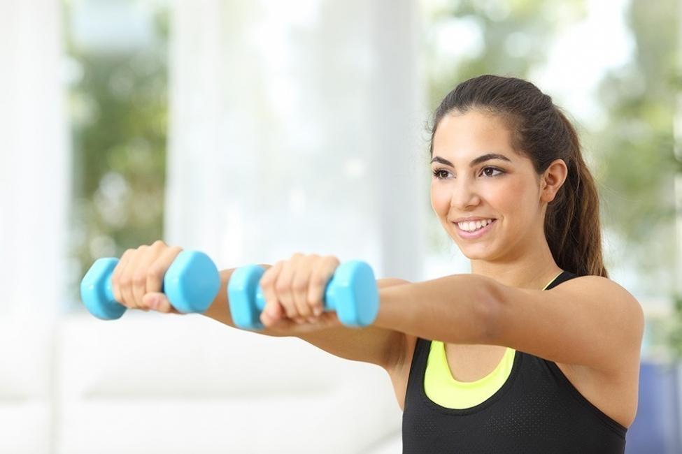 Eliminar el exceso de grasa de los brazos - pesas