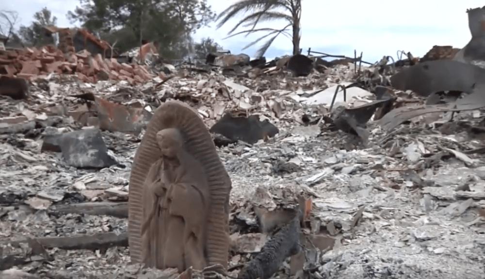 Estatua de la Nuestra Señora de Guadalupe que quedó en pie
