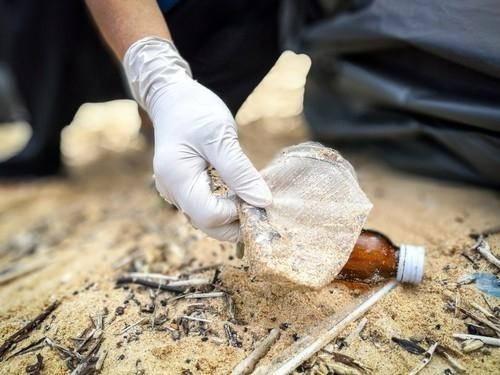 Se necesitan casi 91 millones de litros de petróleo para producir 1.000 millones de botellas plásticas