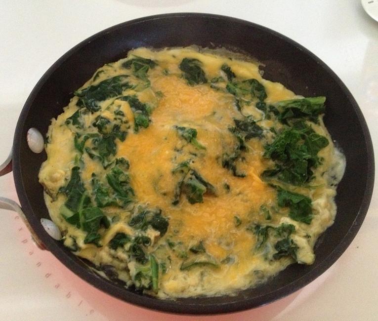 Sándwich de omelette - agregar espinaca