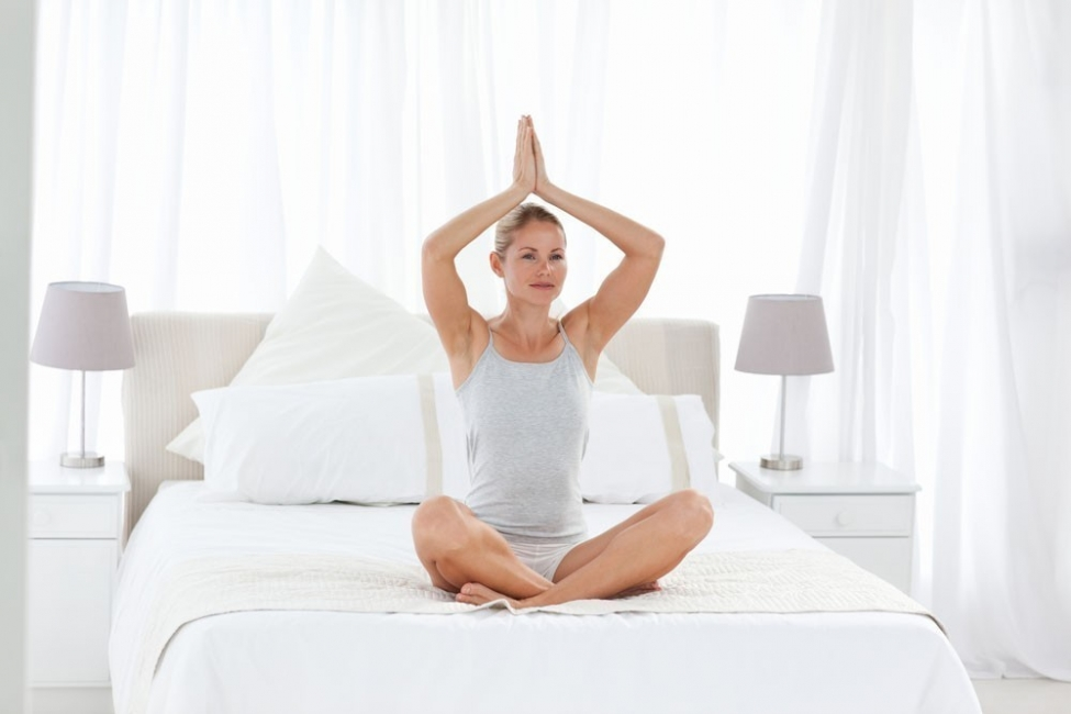yoga en la cama beneficios