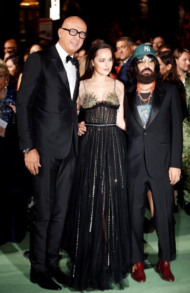 Dakota Johnson con un vestido de Gucci