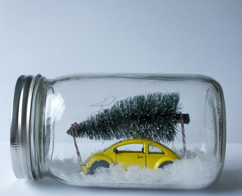 Adornos de navidad con frascos de vidrio