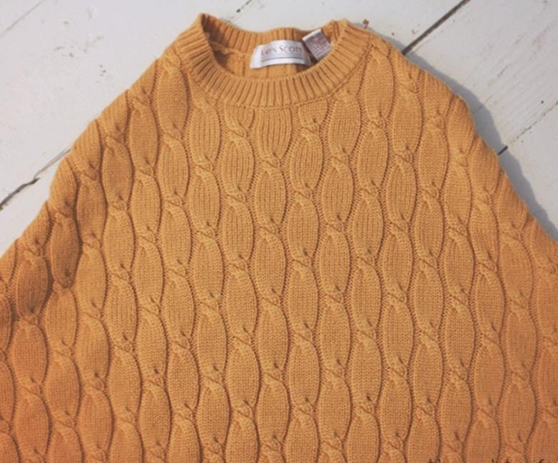 suéter viejo en un cómodo puff - redondear contorno