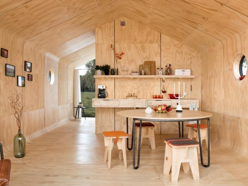 casita con cartón corrugado- interiores- comedor