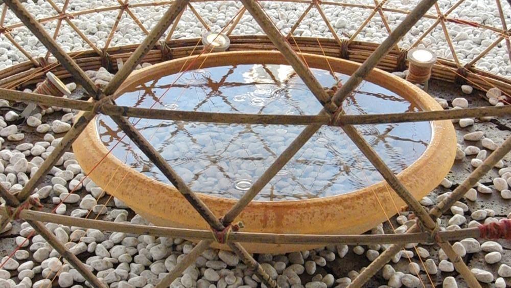 Warka Water - torre de bambú que produce agua -  agua producida