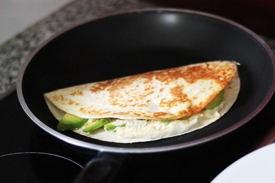 quesadillas de aguacate y queso -cocción