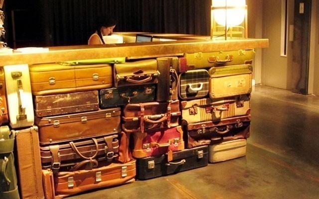 decoración con maletas - muro