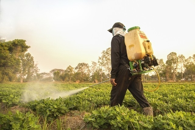El uso de pesticidas afecta el agua potable