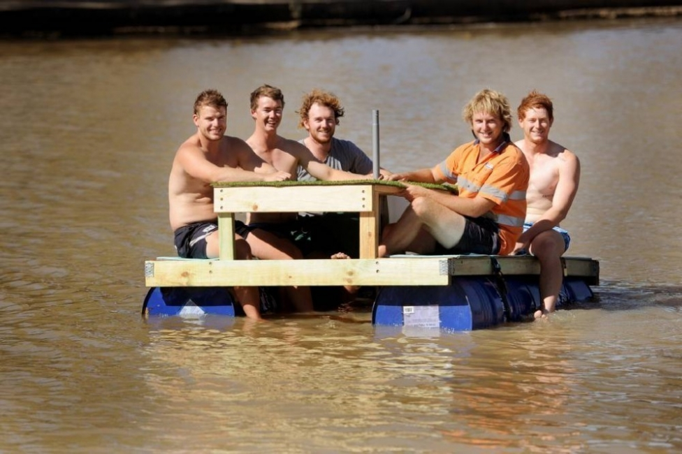 bote mesa flotante