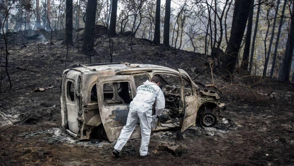 Vehículo quemado en la zona