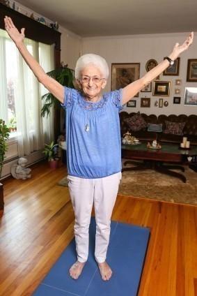 yoga ancianos- anna postura cambio