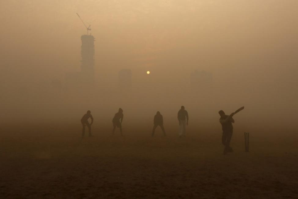 ciudades contaminadas zabol niños jugando