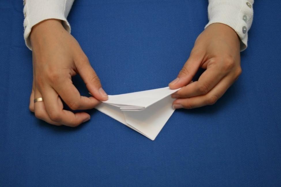 abrir una botella, ¡con una hoja de papel! - doblar papel varias veces