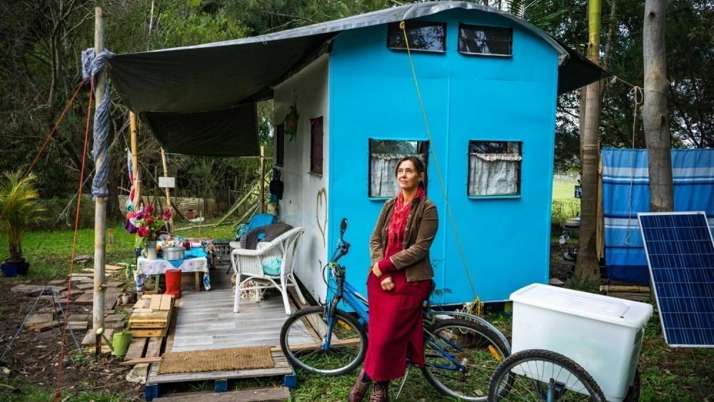 Jo junto a su primer hogar sustentable