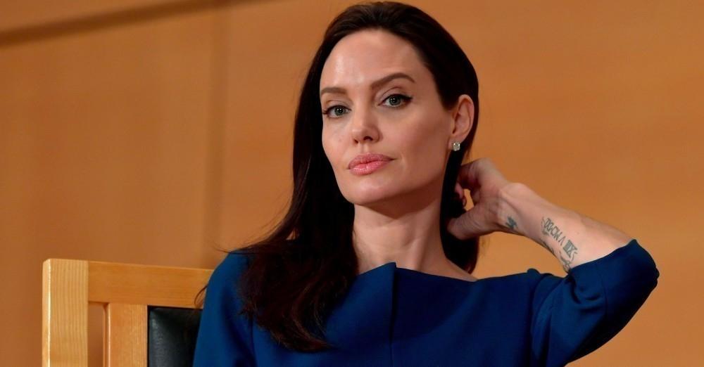Angelina Jolie parálisis de Bell